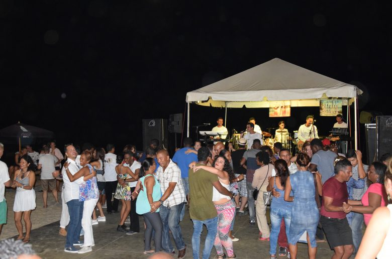 Bachata wiegende heupen op Bonaire
