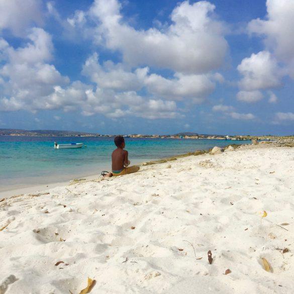 doen op bonaire met pasen; kamperen op het strand